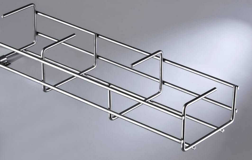 Voorbeeld van een open draadgoot-kabelkanaal in Z-vorm